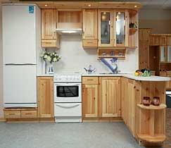 Набор мебели из сосны для средней кухни